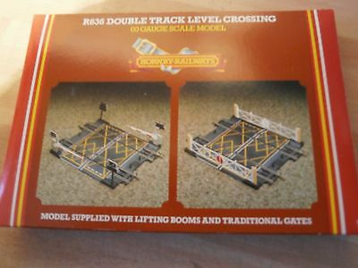 Hornby R636 Double Track Level Crossing New