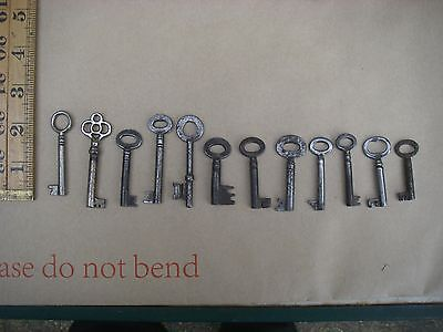 12 OLD VINTAGE iron KEYS, Display or collect.