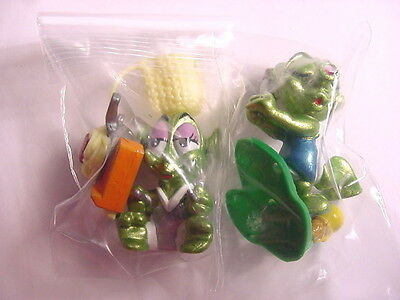 Kinder Surprise Egg Toy (2 Different Space Aliens) Ferrero Magic Candy '2000