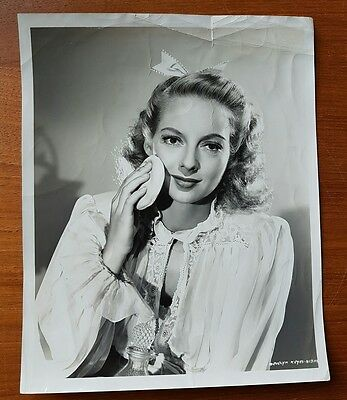 Signed Photograph Evelyn Keyes (Gone with the Wind). Columbia Pictures by Coburn