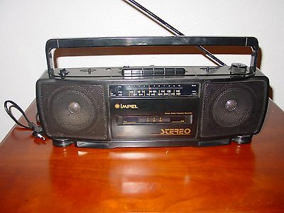 Antiguo radio cassette Impel RCE-81