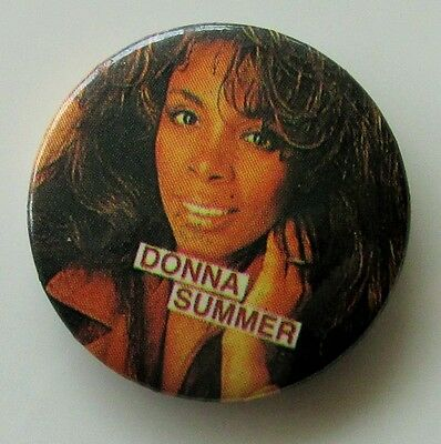 DONNA SUMMER VINTAGE METAL BUTTON BADGE FROM THE 1980's DISCO I FEEL LOVE