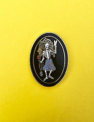 Jerry Garcia Irwin Rosebud Guitar Grateful Dead Pin