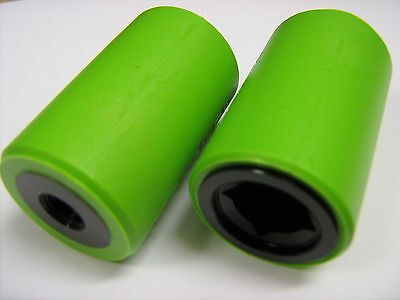 PAIR OF MINI BMX STUNT PEGS ALLOY / RESIN FOR 10mm AXLES BLACK / GREEN