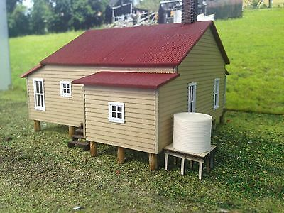 WATER TANK with stand corrugated 15 x 15mm Unpainted Cast Resin & Wood kit