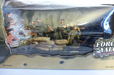 Unimax Toys Forces of Valor Soldiers Figures 1:32 New
