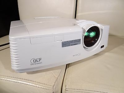 Mitsubishi FD630U full HD Projector Native 1920x1080p HDMI 4000 lumen 2500 hours