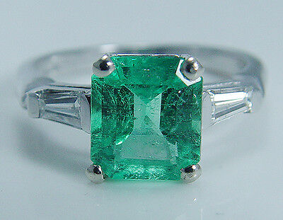 Vintage Platinum Colombian Emerald Tapered Diamonds Ring
