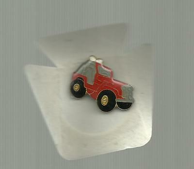 Red Jeep   Vintage Pin Badge