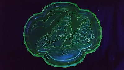 "ART DECO ""Galleon"" uranium green glass tray c.1930"