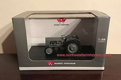 Universal Hobbies 4189 1/32 Scale Massey Ferguson Tea 20  (Mib)