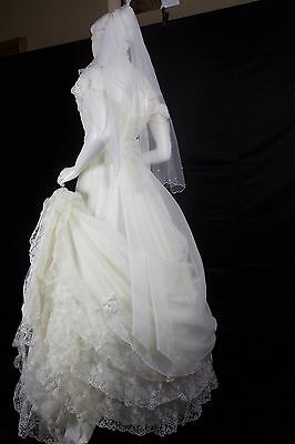 Vintage 60s Ivory Lace Cap Sleeve Chiffon Wedding Gown