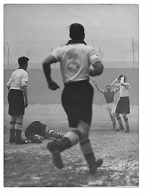 Watford FC - Press photograph of Walthamstow v Watford  1952 FA Cup