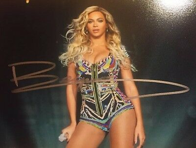 Beyoncé Genuine Hand Signed Photo In Frame