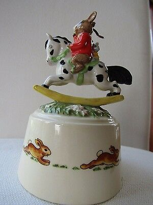 """ROYAL DOULTON BUNNYKINS """"HOLD TIGHT"""" 2006 Music Box Twinkle, twinkle little star"""