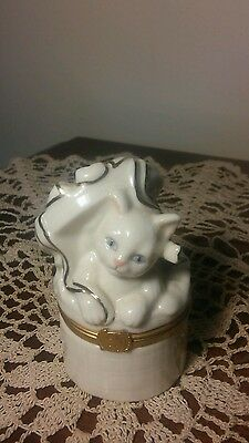 """Lenox Treasures The Cat's Surprise Box Trinket Ivory with Gold Trim 3.25"""" T"""
