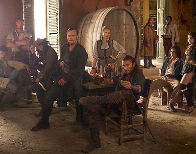 Hannah New and Tom Hopper UNSIGNED cast photo - H1913 - Black Sails