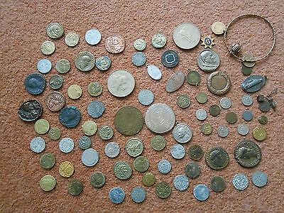 80 pieces - tokens / coins / medallions / jewellery. Bulk / job lot.