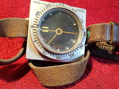 ORIGINAL WWII  MILITARY COMPASS with orig. LEATHER STRAP FINLAND FINNISH WORKING
