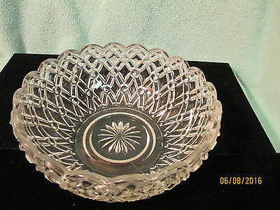 Seven Inch Crystal Jeannette? Glass Holiday Buttons And Bows Pattern Berry Bowl
