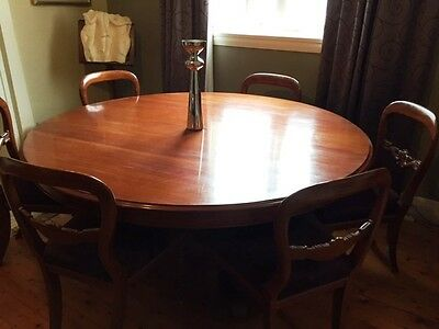 Wonderful large 1500mm round mahogany dining table bargain
