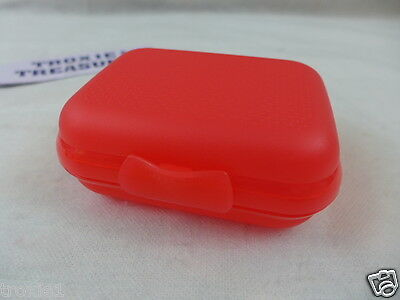 Tupperware Oyster Packables Keeper Organize Lunch Crayons Raspberry Gadget New
