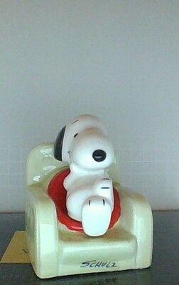 Vintage Peanuts Snoopy Sitting In Easy Chair Ceramic Figurine Mint Rare