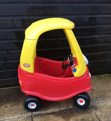 Little Tikes Classic Cozy Coupe Ride-on ( USED ).
