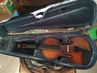 Animato Arco Violin Outfit 4/4 size Used Like New Instrument