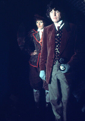 Tom Baker and Louise Jameson UNSIGNED photo - H2466 - Doctor Who
