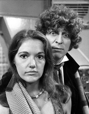 Tom Baker and Louise Jameson UNSIGNED photo - H2483 - Doctor Who