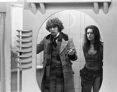 Tom Baker and Louise Jameson UNSIGNED photo - H2484 - Doctor Who