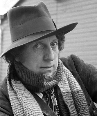 Tom Baker UNSIGNED photo - H2544 - Doctor Who