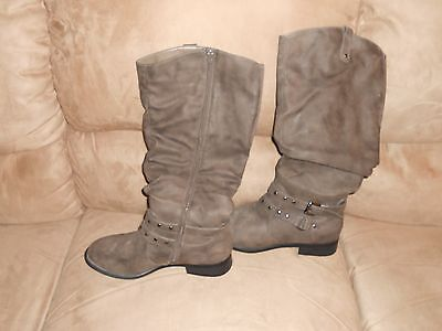 """Women's White Mountain Gray Zippered Boots 18"""" Tall Size 11W  CP"""