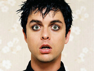 Billie Joe Armstrong UNSIGNED photo - H2645 - Member of Green Day