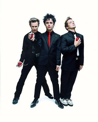 Green Day UNSIGNED photo - H2647 - Billie Joe Armstrong, Mike Dirnt & Tré Cool