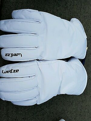 Used white Wedze Medium gloves
