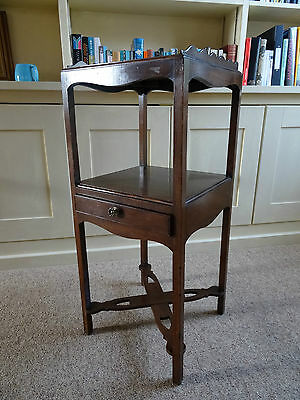 PRETTY 19thc REGENCY MAHOGANY LAMP TABLE BEDSIDE STAND POT CUPBOARD CABINET
