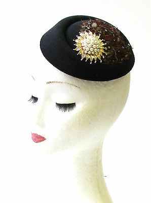 Black Red Brown Gold Feather Pillbox Hat Fascinator 40s Hair Races Vintage 1536