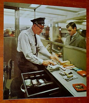 Photo Montreal Ctcum Metro Station Ticket Agent In 1966 - Retro Changeur