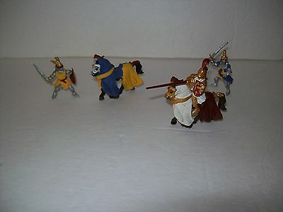LOT OF Plastoy MEDIEVAL KNIGHTS AND HORSES ACTION FIGURES