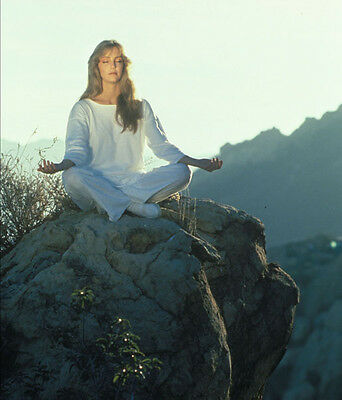 Heather Locklear UNSIGNED photo - H2867 - Meditating