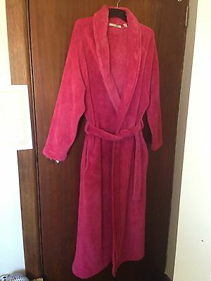 Women's pink 'Yuu' dressing gown, size small