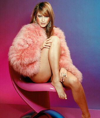 Holly Valance UNSIGNED photo - H2935 - GORGEOUS!!!!!