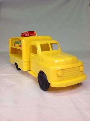 1950's Marx Coca Cola Yellow Plastic Ford Delivery Truck 2 Cases