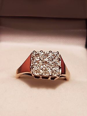9 carat Gold Gents / Female Ring set with 9 Diamond 2.8 grams. Size O