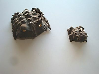 """2 Vintage Hand-Carved Cryptomeria """"horned Toad""""--Large & Small Wood Frogs--Japan"""