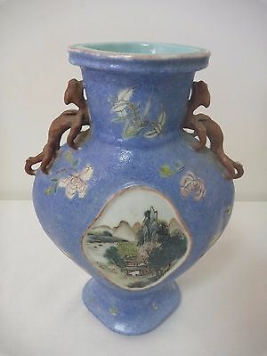 Antique Chinese vase with lizards on the shoulders