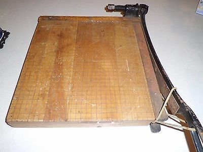 Ingento Number 5 Maple Heavy Duty Table Top Guillotine Paper Cutter