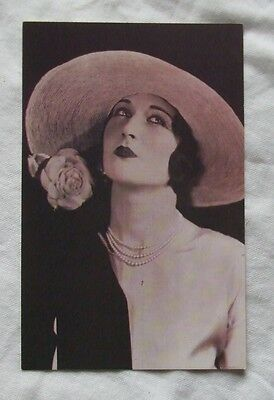 1990 Nostalgia POSTCARD - LONDON 1925, THE GIBSON GIRL HAT for the 'New Woman'